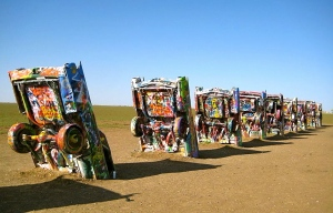 Cadillac Ranch. (Richie Diesterheft:WIKI)
