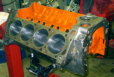 351C Engine block ( Public domain image, 2008. Nick johns, commons.wikimedia.org)