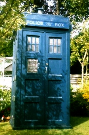 TARDIS. Time traveling machine (Public domain by Paul Hayes:commons.wikimedia.org)
