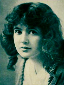 Hollywood beauty.(1916. Marguerite Clark publicity shot for media, public domain/commons.wikimedia.org)