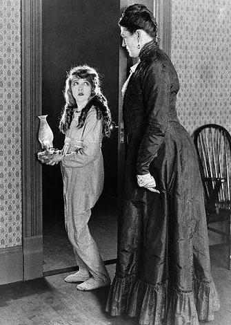 1920 Mary Pickford as Pollyana, (US public domain. expired copyright)/commons.wikimedia.org)