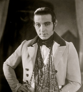 Mind's image doen't always match reality. (1895 press photo of Rudolph Valentino from the George Grantham Bain collection of the Library of Congress. Public domain / commons.wikimedia.org)