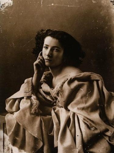 Sara Bernhardt by Nadar, 1820-1910 (US public domain. life of artist+100 yrs/commons.wikimedia.org)