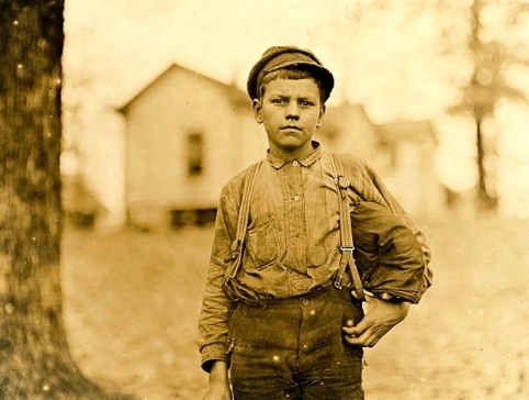 1908 14 yrs mill worker (LW Hine National Child labor:Library of Congress.nclc.01420: US public domain: Commons.wikimedia.org)