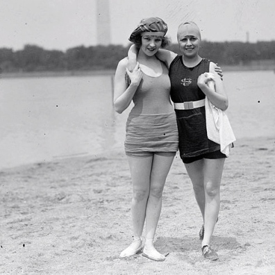 1922 Gals hitting the beach - looking for trouble?  (Potomac Tidal Basin beach.National Photo Co. press release/ Library of Congress.US public domain/ Commons.wikimedia.org)