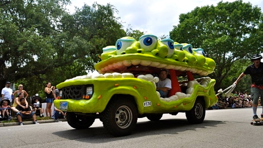 Keeping eyes on the road (2011 Art Car Parade. Alex Brogan/ Commons.wikimedia.org)