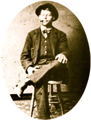 Proud of being an outlaw: Frank Stilwell, 1881 (US public domain: expired copyright/ artist life+70/ Commons.wikimedia.org)