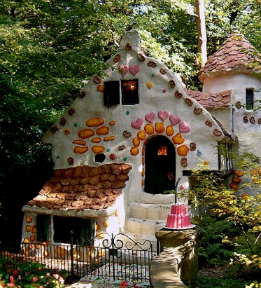 Imagination can sweeten reality (Gingerbread House in Efteling, Netherlands/ Rex/ Commons.wikimedia.org)