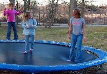 Bobbing jumpers. (Mathew Ingram/Flickr 2007/ Commons.wikimedia.org)