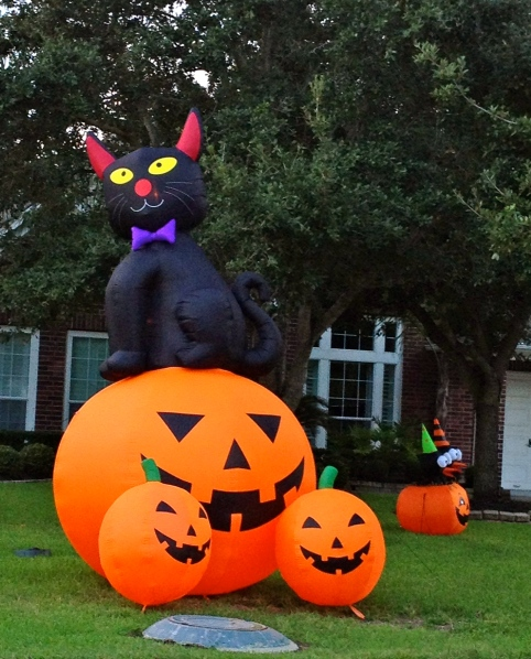 Inflatable Halloween pumpkins and black cat yard decoration
