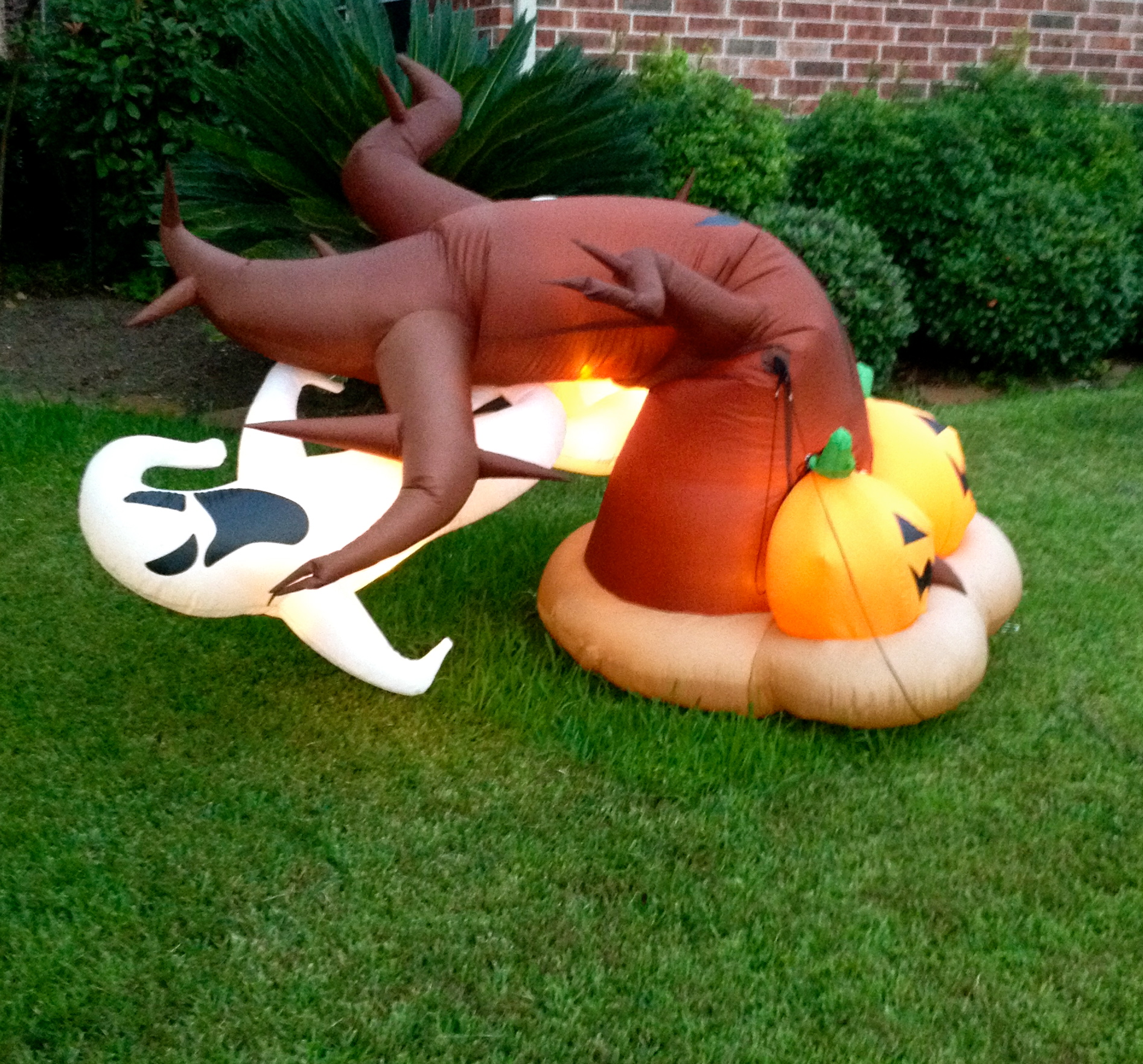 Outdoor inflatable halloween decorations - Inflatable Halloween Yard Decoration With Ghost And Pumkins