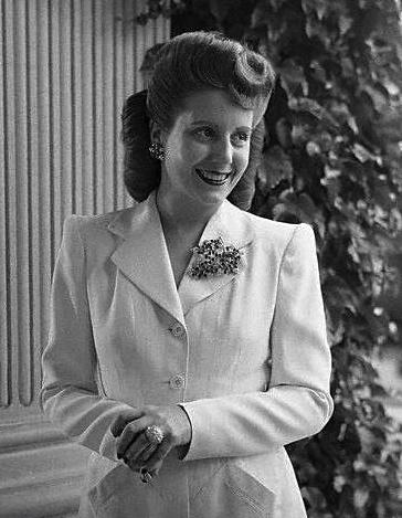 1950's Eva Peron. (Caras y Caretas 2236:PD/pub date/Commons.wikimedia.org)