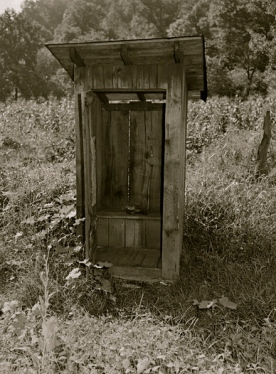 1946. typical privy/ R.Lee 1903-1986/NARA541142/USPD: by fed employee/Commons.wikimedia.org)