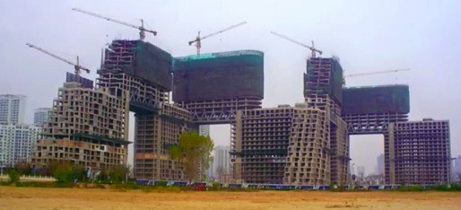 Large apartment project under construction in China. Designed by  Moshe Safdie (Screenshot. YouTube/CBS)