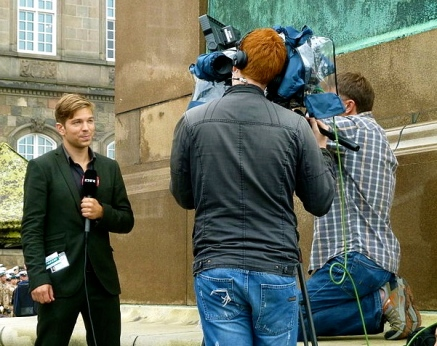 A Danish reporter and film crew. Nikolas Becker/Commons.wikimedia.org)