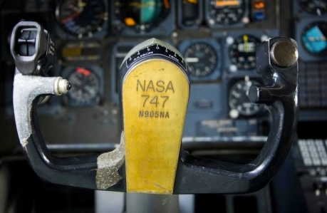 Flight controls on flight deck of N905NA (Image Smiley N. Pool. Hou.Chron/Seattlepi.com)