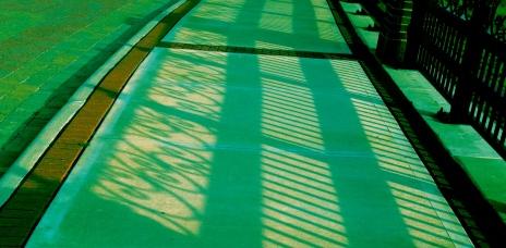 Linear shadows in unnatural green