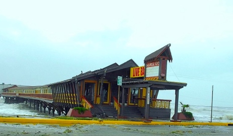 Balinese Room pier in 2008. Hurricane Ike totally demolished it. (Texasbubba/Flickr/Commons.wikimedia.org)
