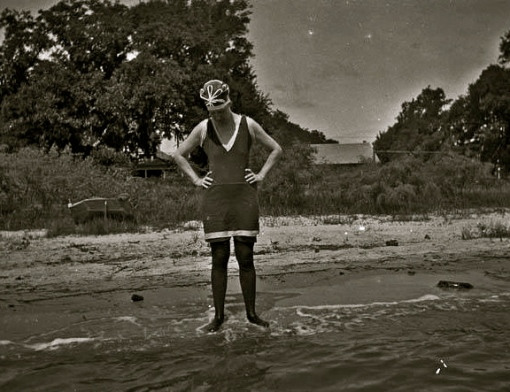Vintage swim suit. Bessie at Bay St. Louis.1914. (Alexander Allison/US PD:pub.date/Commons.wikimedia.org)