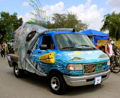 Warning to noodlers? (Big fish art car. Christine DiStadio/khou.com