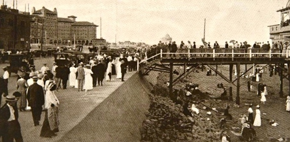 Galveston seawall 1900's. Rosenburg Library/Statesman