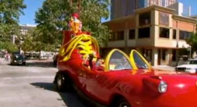 Nothing says Cinco de Mayo more than Ronald McDonald's parade float. (screenshot. khou.com)