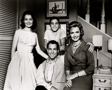 1960 Donna Reed Show cast publicity shot.:US PD. no cr:pb.date:Commons.wikimedia.org)
