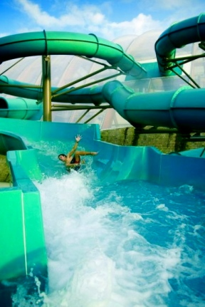 2008 Publicity shot by GlennHewer.Waterpark slide/Commons.wikimedia.org)