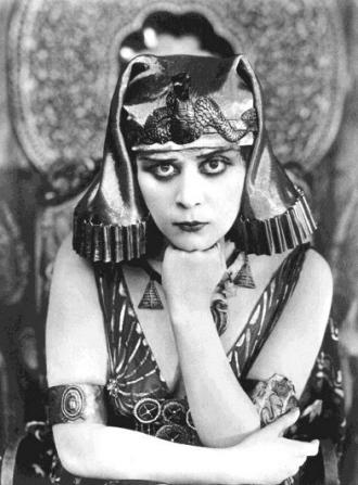 Cleopatra, 1917. Theda Bara/USPD:pub.date/Commons.wikimedia.org)