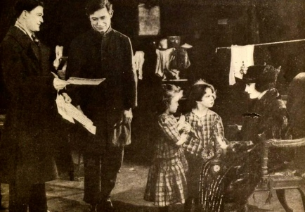 "1921 family scene. ""A Poor Relation"".Goldwyn Pictures Corp/USPD:pub.date/Commons.wikimedia.org)"