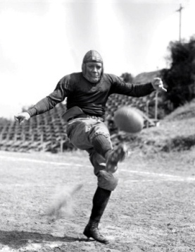 1940 film .Knute Rockne All American, Pat O'Brien: USPD.pub.date/Commons.wikimedia.org)