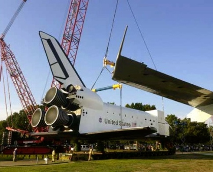 Shuttle replica. Independence on moving day (KTRK/abc13.com image)