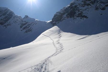 Snowy ski mountians.2013. Ski mountaineering/Ewald Gabardi/Commons.wikimedia.org)