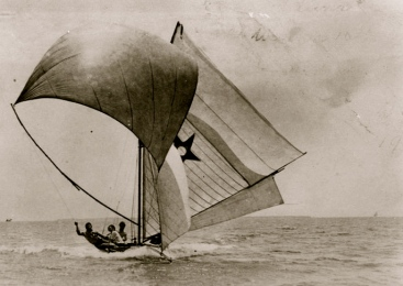 sailboat. Moreton Bay, 1905.Oxley Lib.Queensland/PD/Commons.wikimedia.org)