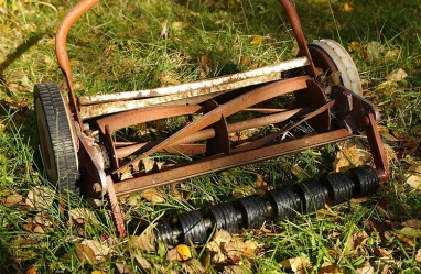 Reel lawnmower.Kallerna/Commons.wikimedia.org)