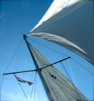 sails as seen from below.Tropenmann/PD released/Commons.wikimedia.org)