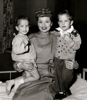Lucy with two boys. 1955. Lucille Ball with toddlers as Little Ricky on I Love Lucy Show. CBS/USPD:pub/date.no cr/Commons.wikimedia.org