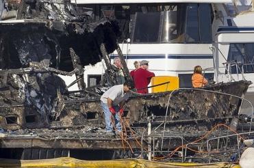Burned boat. Salvage after fire in South Shore Harbor Marina. (Stuart Villanueva. Galveston Daily News/www,galvestondailynew.com)
