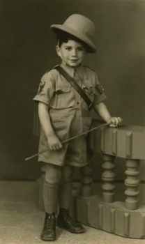 Small boy in safari suit. (1948. Moshe Safdie.CBS Sunday Morning/youtube)
