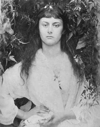 other worldly portrait of Alice Liddell.1872 (Photographs by Julis M. Cameron)/USPD:pub.date,life of artist/Commons.wikimedia.org