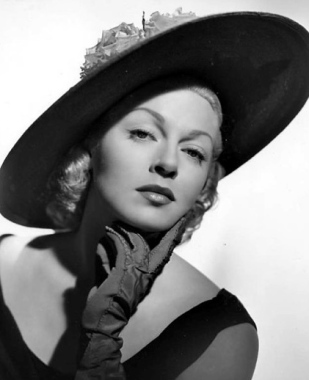 Lana Turner  portrait with  gloves and hat. 1951 promo photo/USPD:pub.date/Commons.wikimedia.org