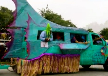 Aqua fish. 2015/Houston Art Car Parade/screenshot.You tube.Carpe Diem Hacks)