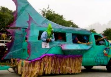 Aqua fish. 2015/Houston Art Car Parade/screenshot.You tube.Carpe Diem Hacks)