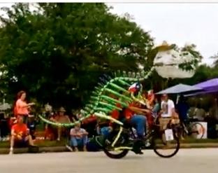 Dino skeleton on bike. (2015 Houston Art Car Parade/Screenshot.YouTube.Carpe Diem Hacks)