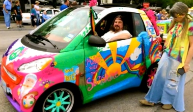 Art car hippie style. Houston Art Car Parade, 2015. Screenshot.You Tube. Carpe Diem Hacks