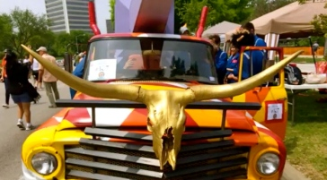 Longhorn Art Car. Houston Art Car Parade, 2015. (screenshot. YouTube/Carpe Diem Hacks)