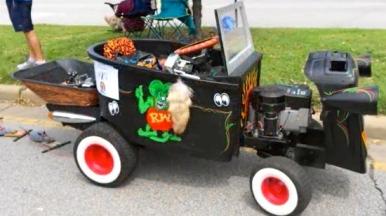 Art car come in all sizes. (2015 Houston Art Car Parade/YouTube screenshot.Carpe