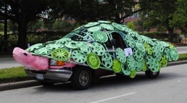 Turtle Art Car. 2015 Houston Art Car PArade/ screenshot.khou.com)