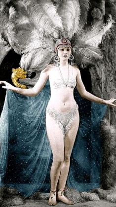 Vegas-type Show Girl. 1916.Ziegfeld Follies.Lilyan Tashman/ USPD.pub.date/Commons.wikimedia.org)