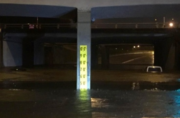 flooded Houston underpass with flood gauge/ khou.com